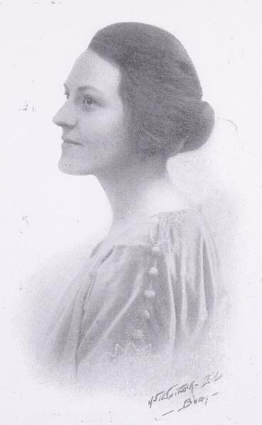Lilian Elkington in the 1920s